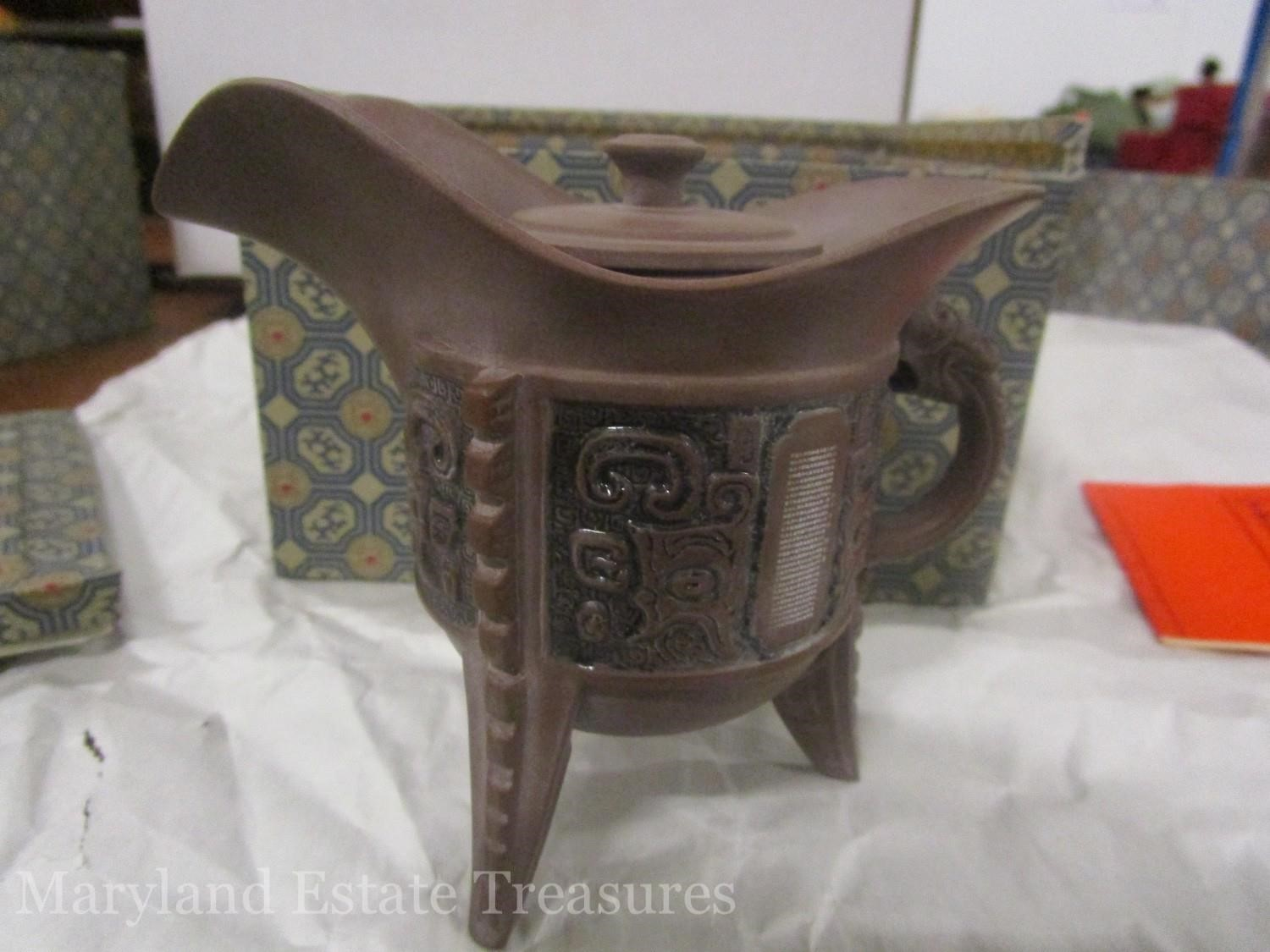 Maryland Estate Treasures Holiday Collectibles+Gifts Auction