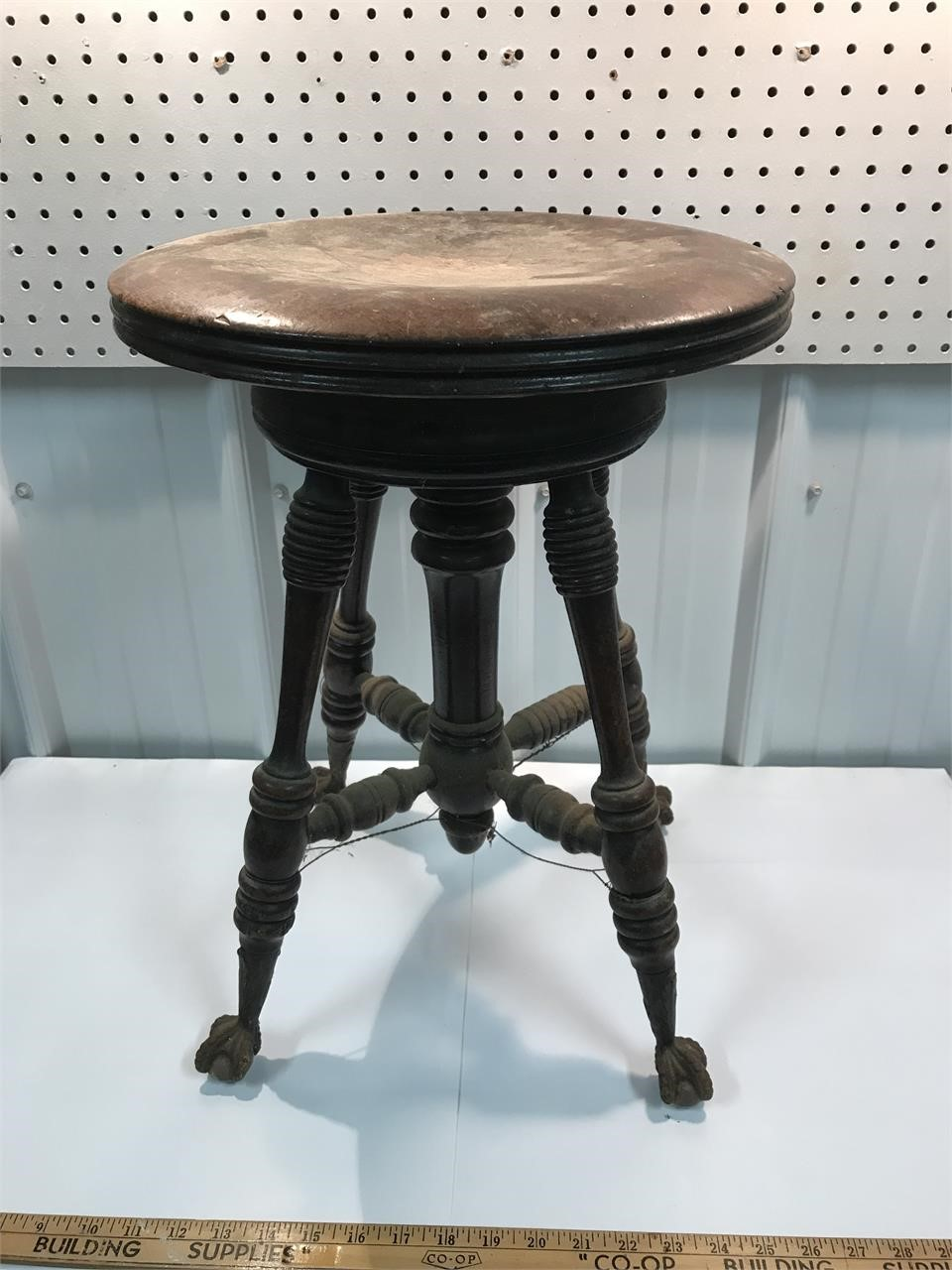 Unreserved Online Auction of Antiques, Tools, Household