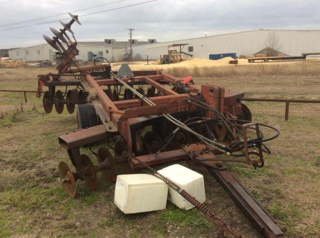 IH 770 offset disc harrow