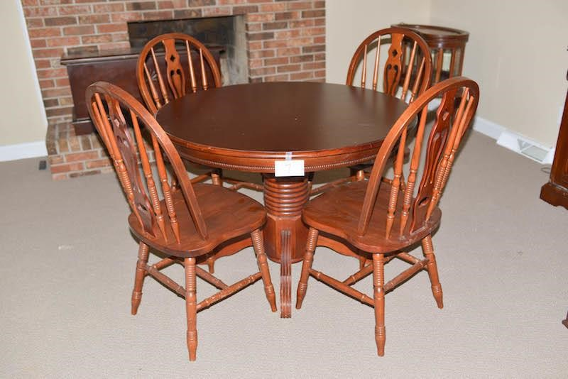 Dining Room Table w/4 Matching Chairs Table is
