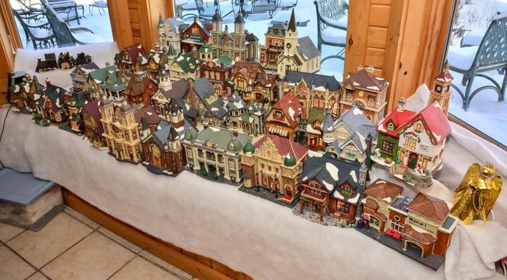 Huge Christmas village 32 pcs (most have