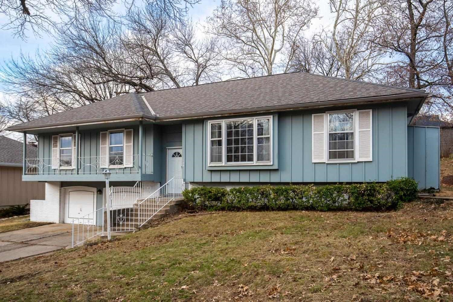 No-Reserve Auction: 3 Br Home in Country Lane Estates