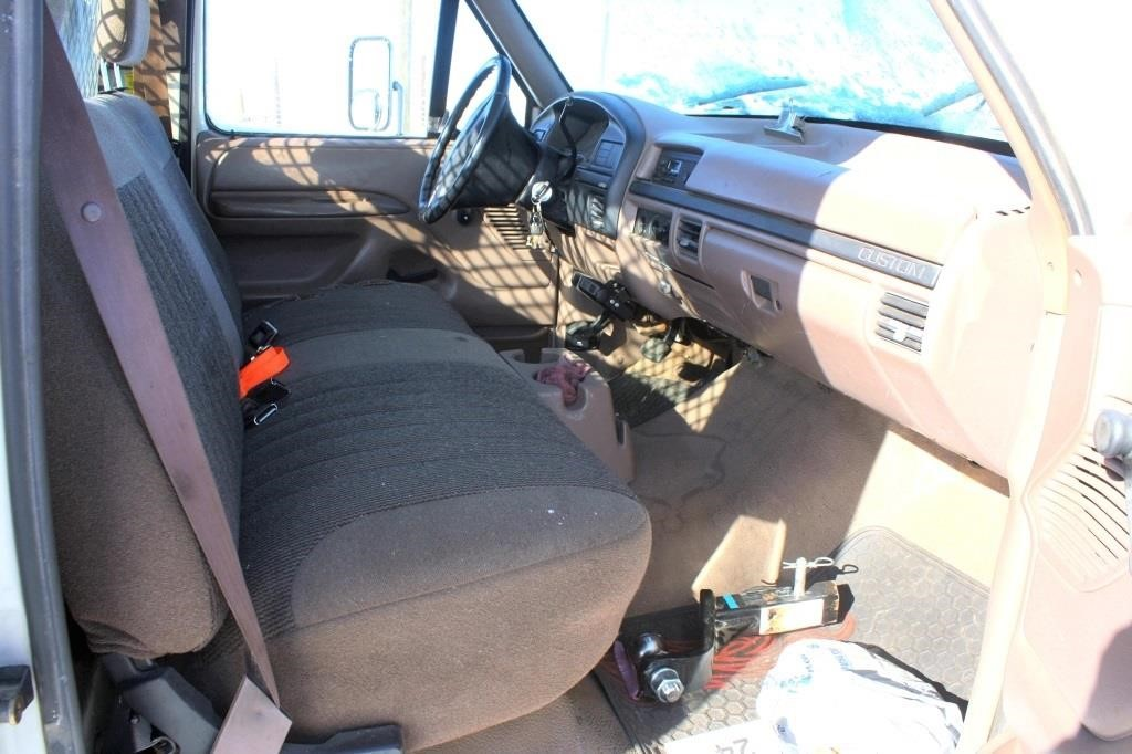 1992 Ford F-450 Pickup (view 8)