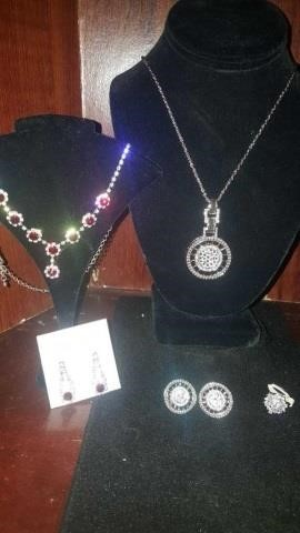 CALGARY ONLINE JEWELRY, CLOTHING ENDS DEC 1