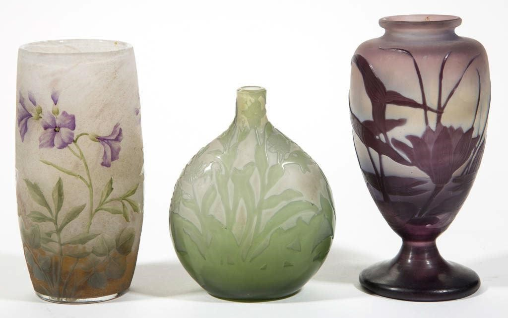 Fine art glass, including examples by Daum Nancy and Galle