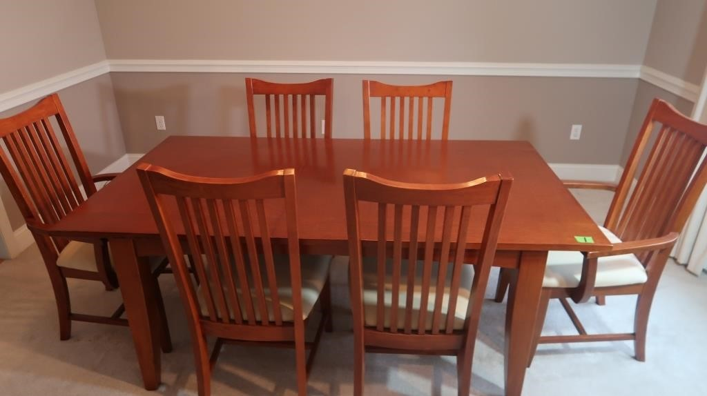 Dining Room Table w/6 Padded Chairs-Excellent Cond