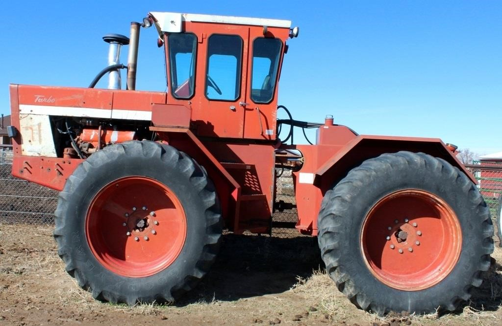 1976 International 4568, 4x4, diesel eng, cab, 3-pt, 2-pr remotes; duals, 20.8-38 tire size, SN: 2980002U008782 (view 1)