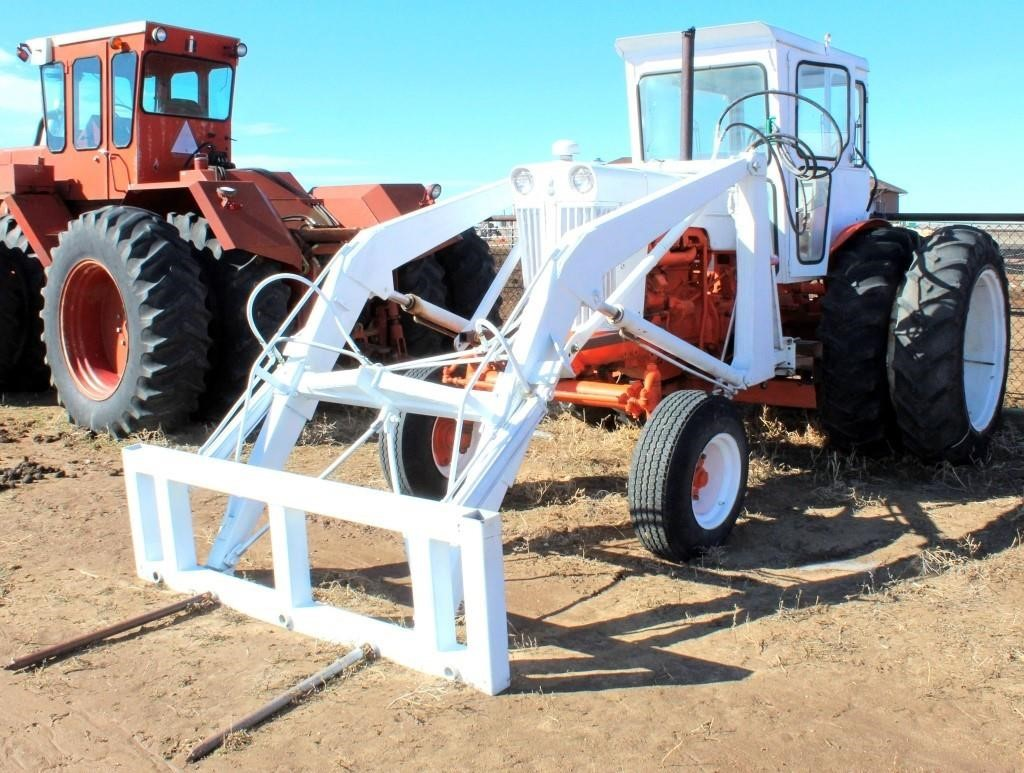 1964 Case 831C Tractor (view 2)