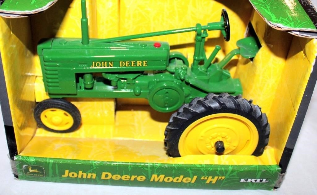 """JD Mdl """"H"""" Toy Tractor, 1/16 Scale"""