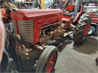 686 - Live and Onlilne Larson Tractor Auction